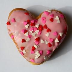 human body(0.0), petal(0.0), organ(0.0), heart(1.0), sprinkles(1.0), food(1.0), icing(1.0), dessert(1.0), pink(1.0), valentine's day(1.0),