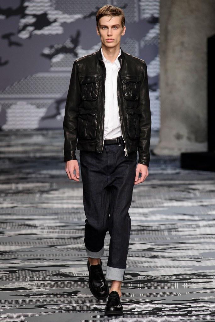 Marc Schulze3207_SS16 Milan Neil Barrett(fashionising.com)