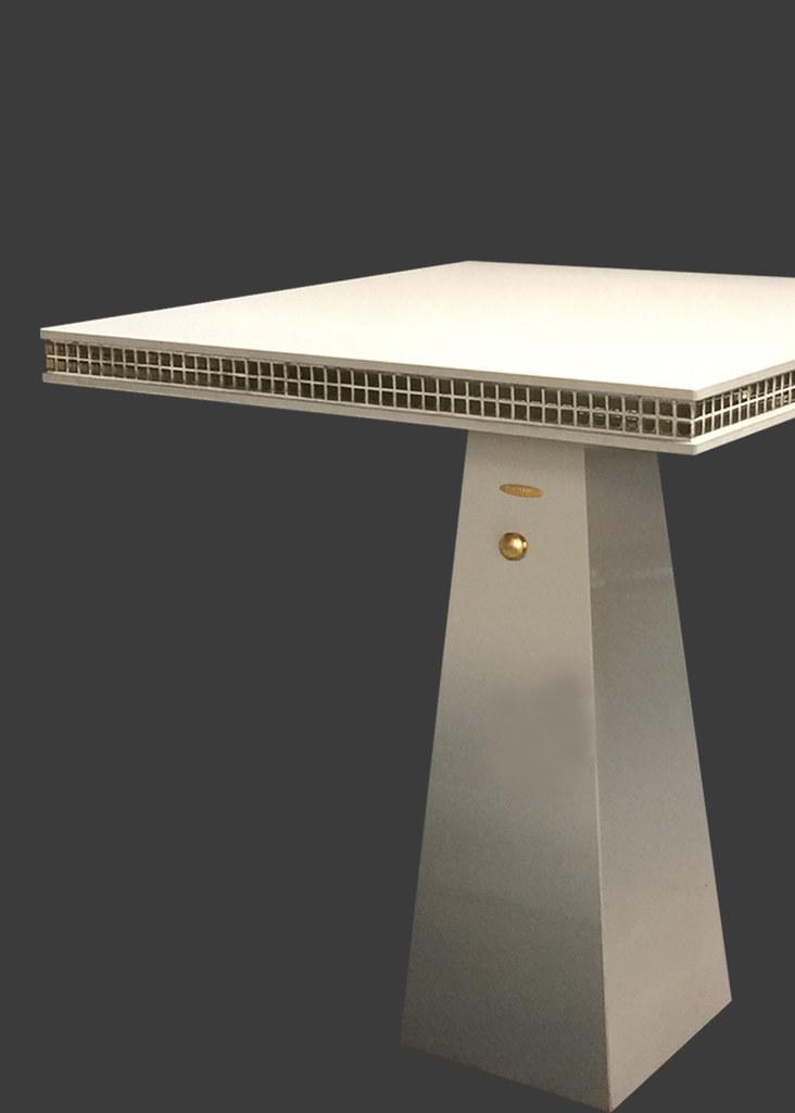 โต๊ะหน้าศาล, โต๊ะบูชา