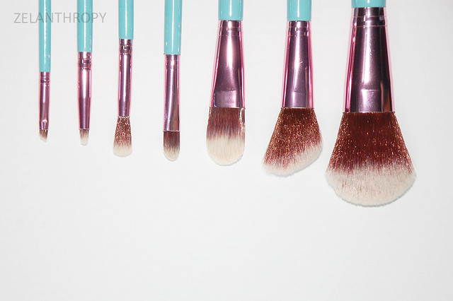 Chic cosmetics cover photo, chic cosmetics manila, chic cosmetics 7 piece brush set, best brushes, great affordable brushes, travel brushes, brush set, brush case