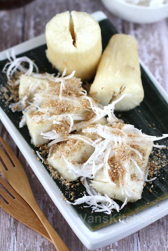 Steamed cassava (tapioca roots) with sesame condiment (Khoai mì hấp)
