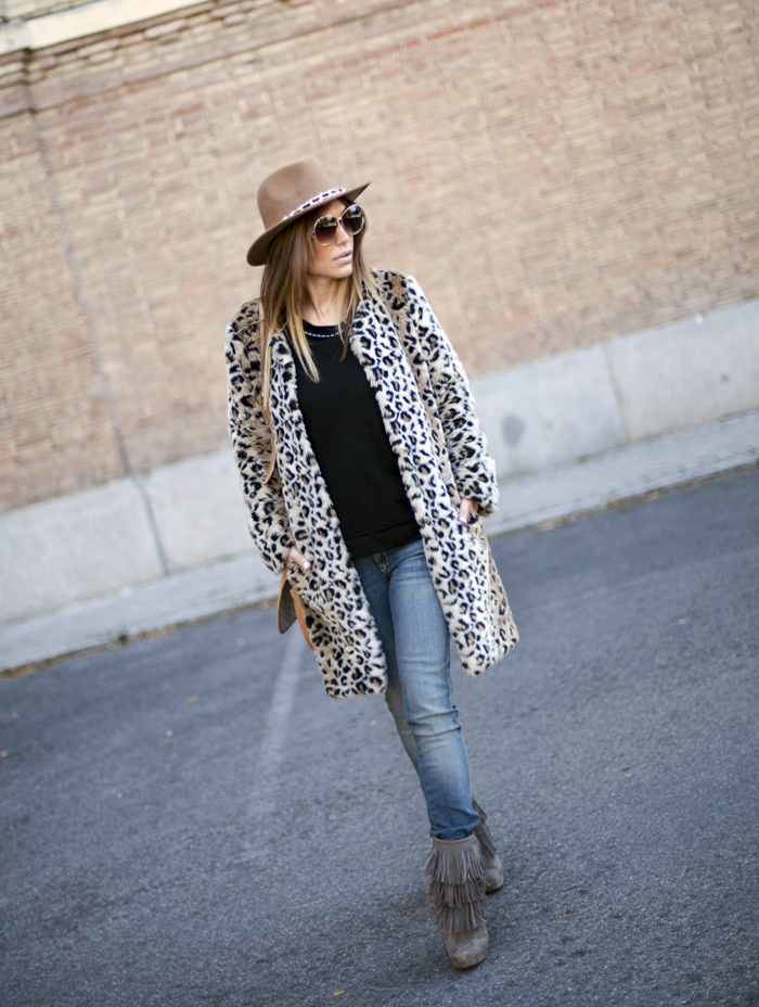street style barbara crespo warm and wild outfit animal print coat fashion blogger