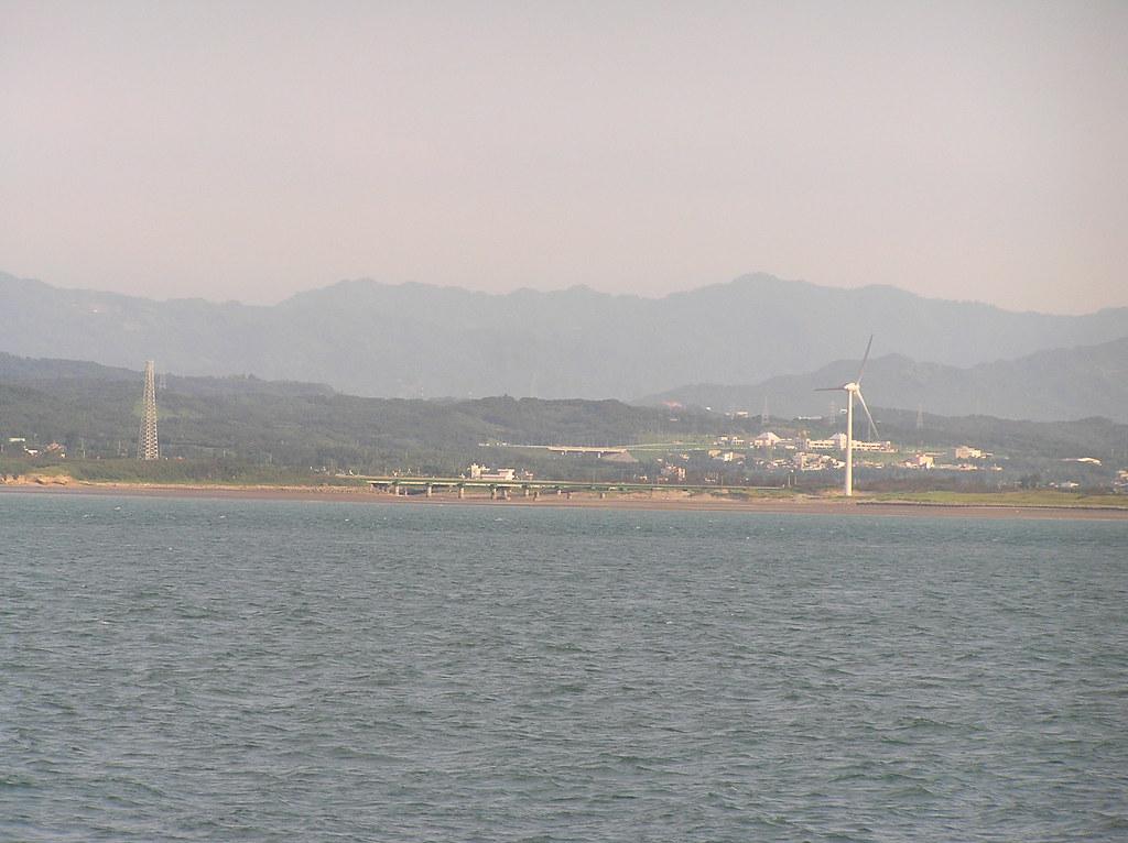 從海上看當年戍守的海岸線...