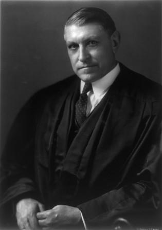 El Juez Owen J. Roberts