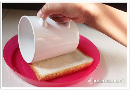 12439217064 6f01bd8b33 o roti sardin gulung goreng untuk adik |  resepi roti Gulung Sardin