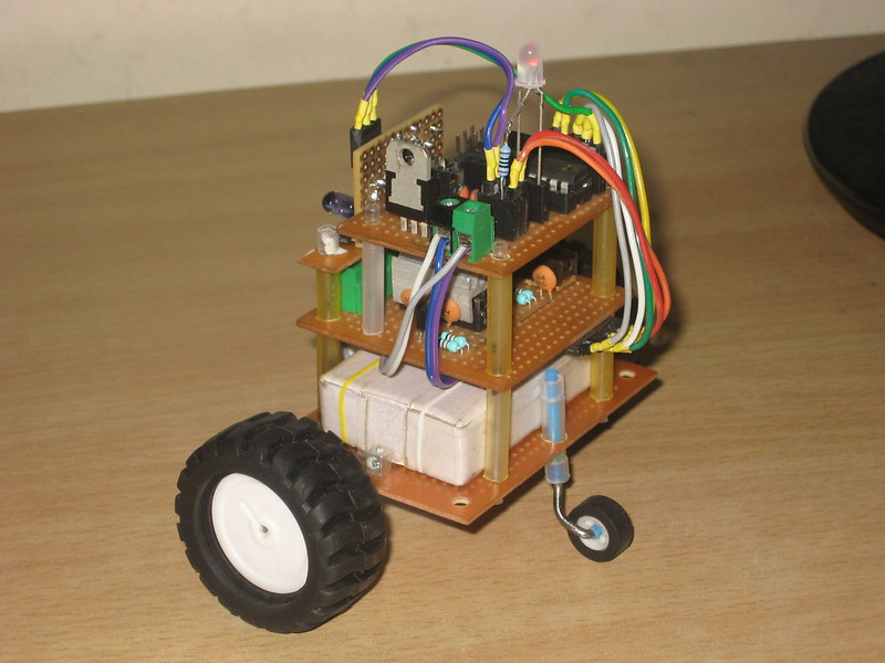tinyTableBot side left