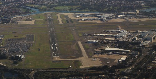 Looking down Sydney's runway 07/25
