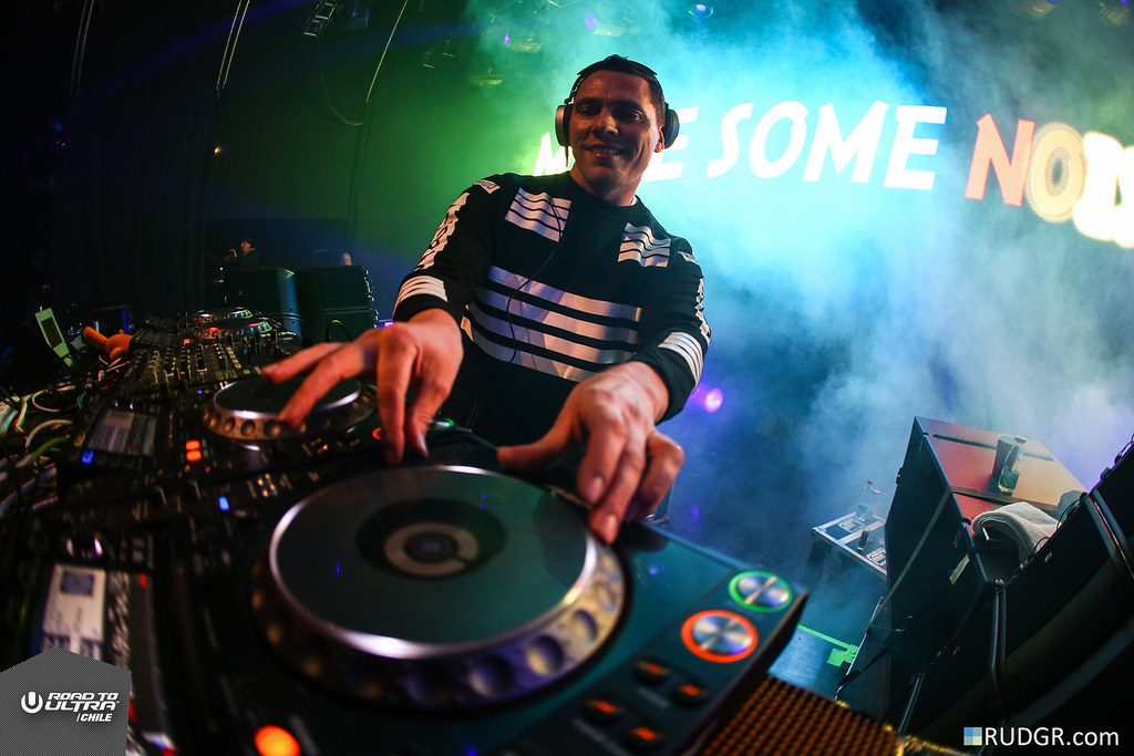 Make some noise for Tiësto