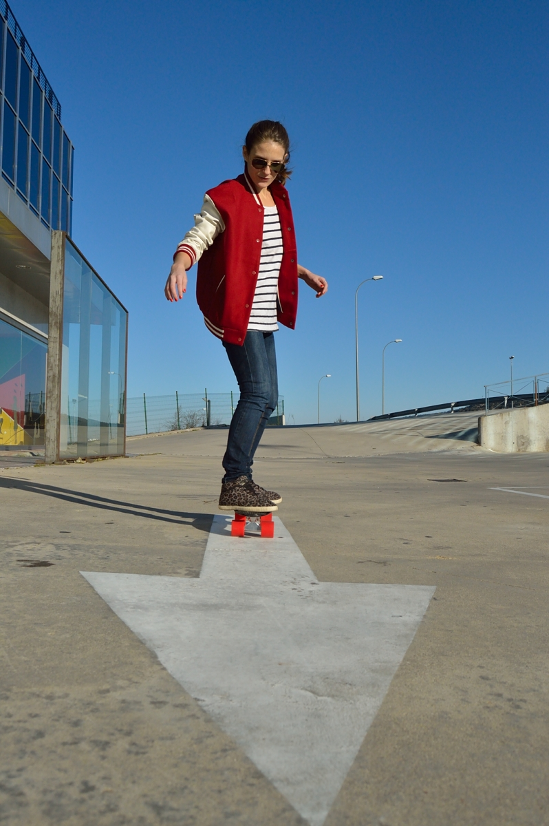 lara-vazquez-madlula-blog-skater-mood-on-wheels-bomber-jeans