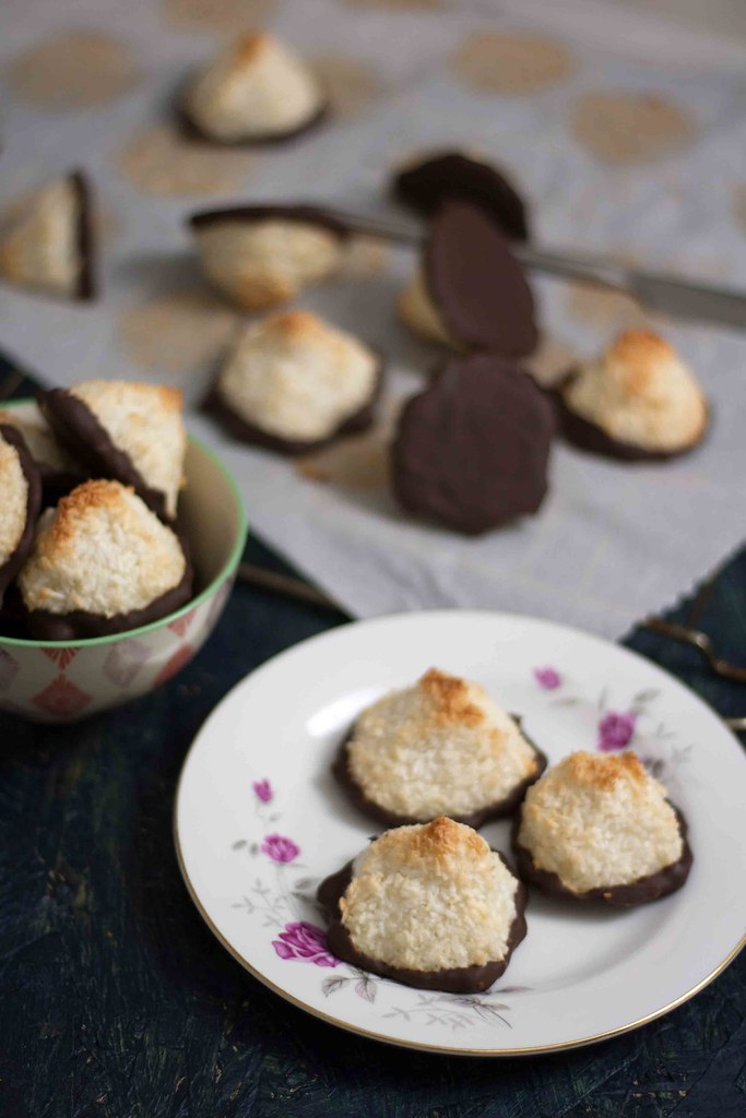 Saftige kokosmakroner med chokolade (11)