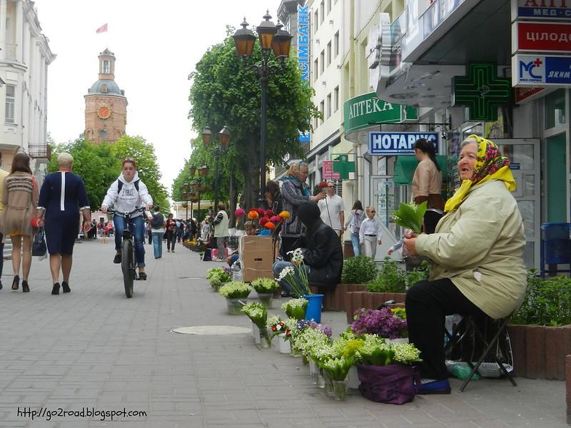 Цветы на улицах Винницы. Торговля