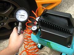Air pressure adjustment of tire タイヤの空気圧調整