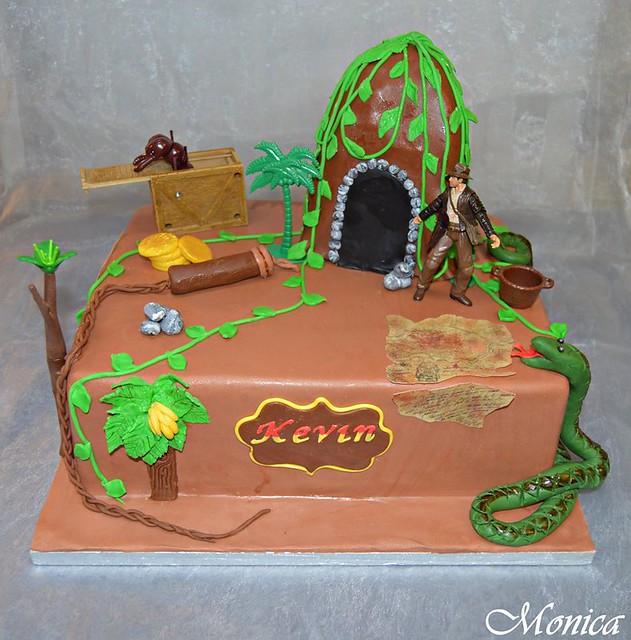 Cake by Moni cakes