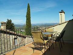 L'allotjament té magnífiques vistes a les muntanyes del Pedraforca, Cadí i Montseny.