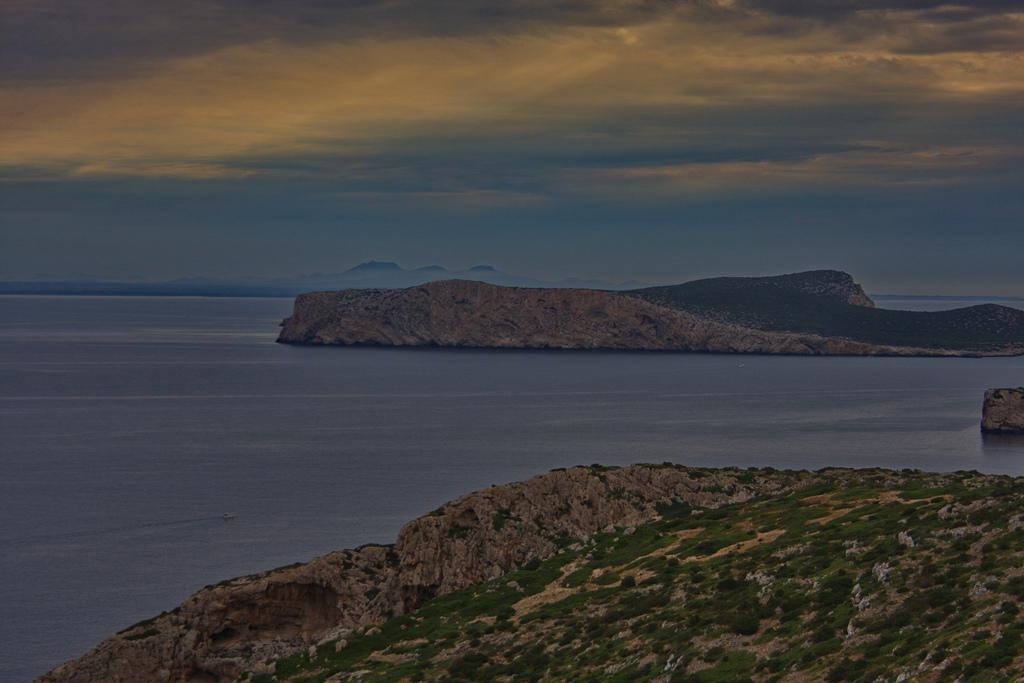 Vista desde el castillo de cabrera. A lo lejos, la isla de Mallorca. Autor, Ingo, Meironke