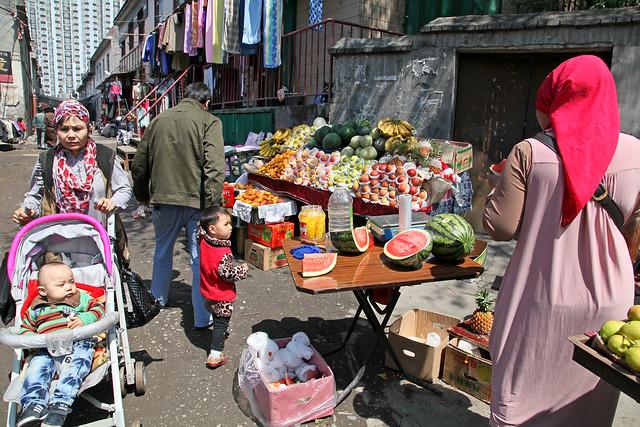 Bazaar street in Urumqi ウルムチ、庶民的なバザール