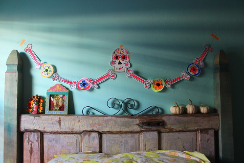 scrumdilly diy: painted paper day of the dead garland