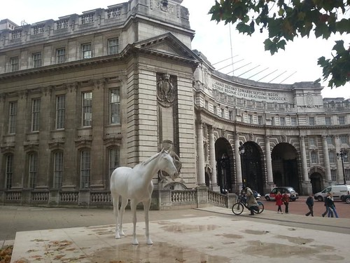 admiralty-arch-mark-wallinger-horse