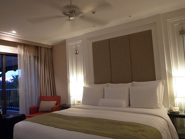 <p>e)マリオットマイカオビーチマスターベッドルームお部屋</p>