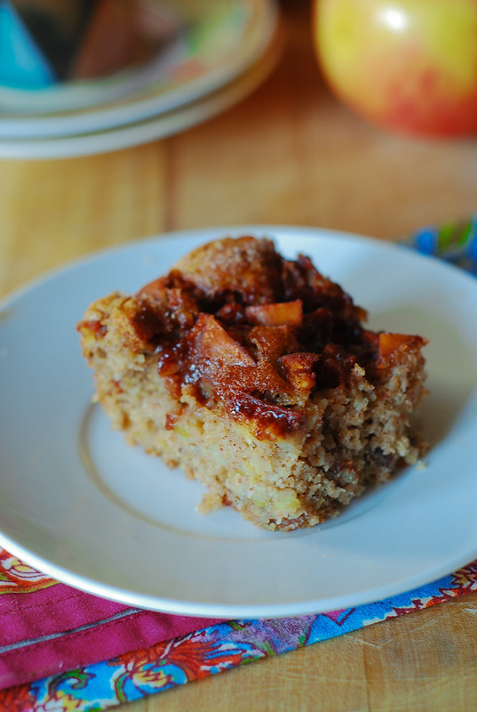 Easy apple cake - a perfect Fall recipe, nuts, pecans, cinnamon, Fall recipes, Fall desserts, Fall cakes, breakfast cake, coffee cake