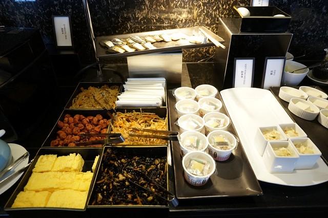 breakfast- Hilton Tokyo - shinjuku - exec lounge -004