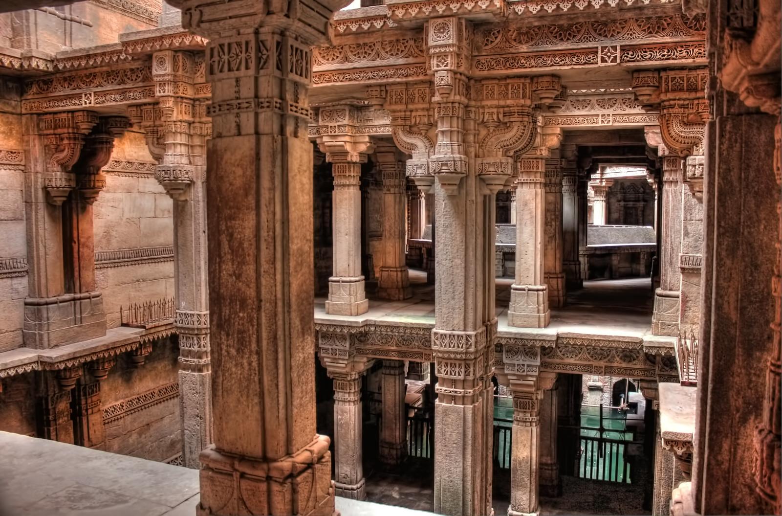 The Stepwell of Adalaj (Adalaj ni Vav) in India [1600x1055]