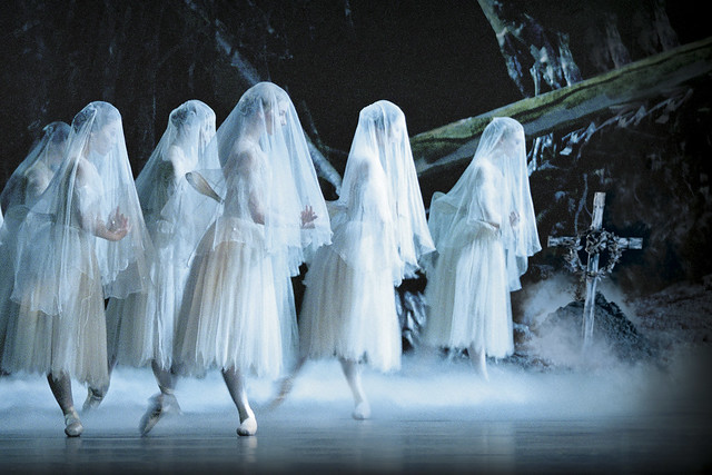 The Royal Ballet Giselle Act II The Wilis ©ROH/Bill Cooper 2006