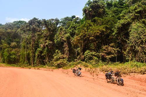 africa bicycle day412 dirtroad gabon moyenogooué piste roads routeéconomique freewheelycom cycling vélo cycletouring cyclotourisme velo jbcyclingafrica
