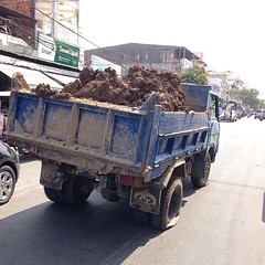 A #truck troubled with a #flat #tire #cambodia #phnompenh