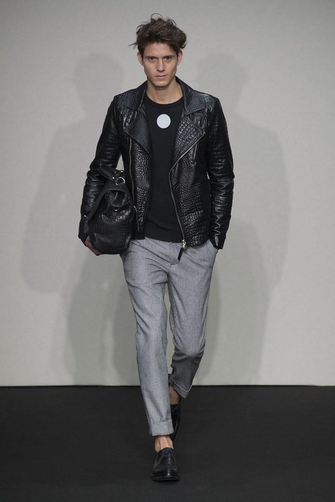 FW14 Milan Daniele Alessandrini016_Luuk van Os(fashionising.com)