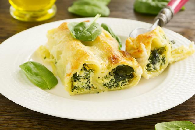 cannelloni ricotta e spinach, selective focus