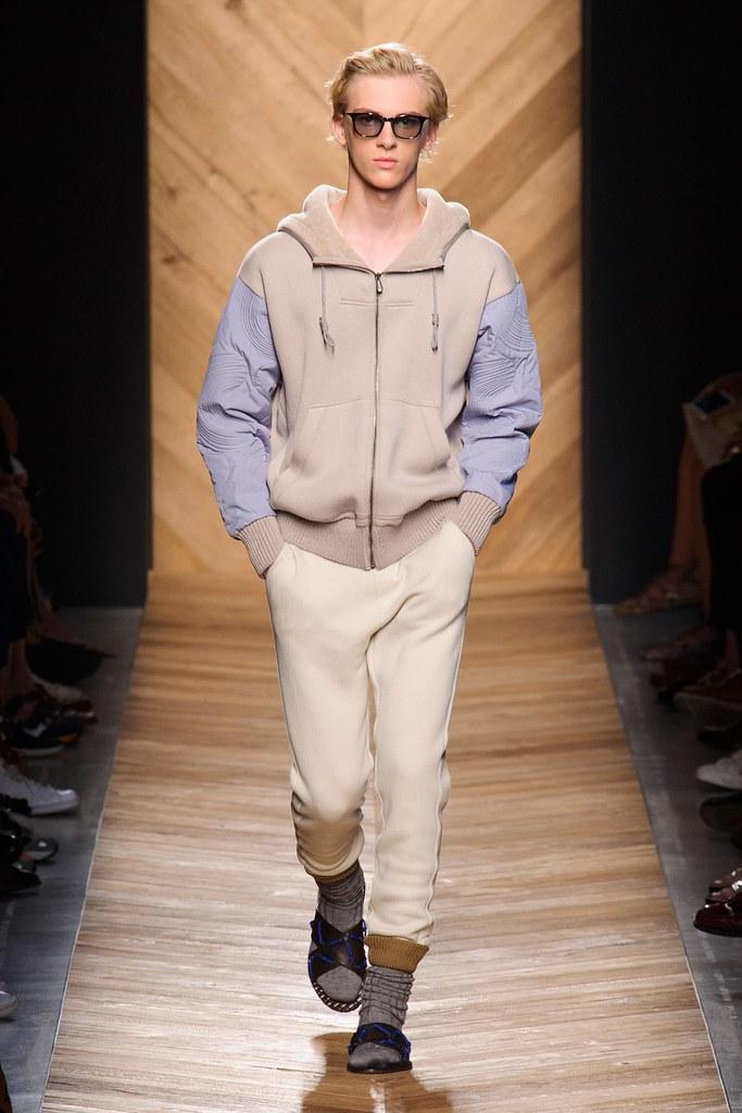 Dominik Sadoch3331_SS16 Milan Bottega Veneta(fashionising.com)
