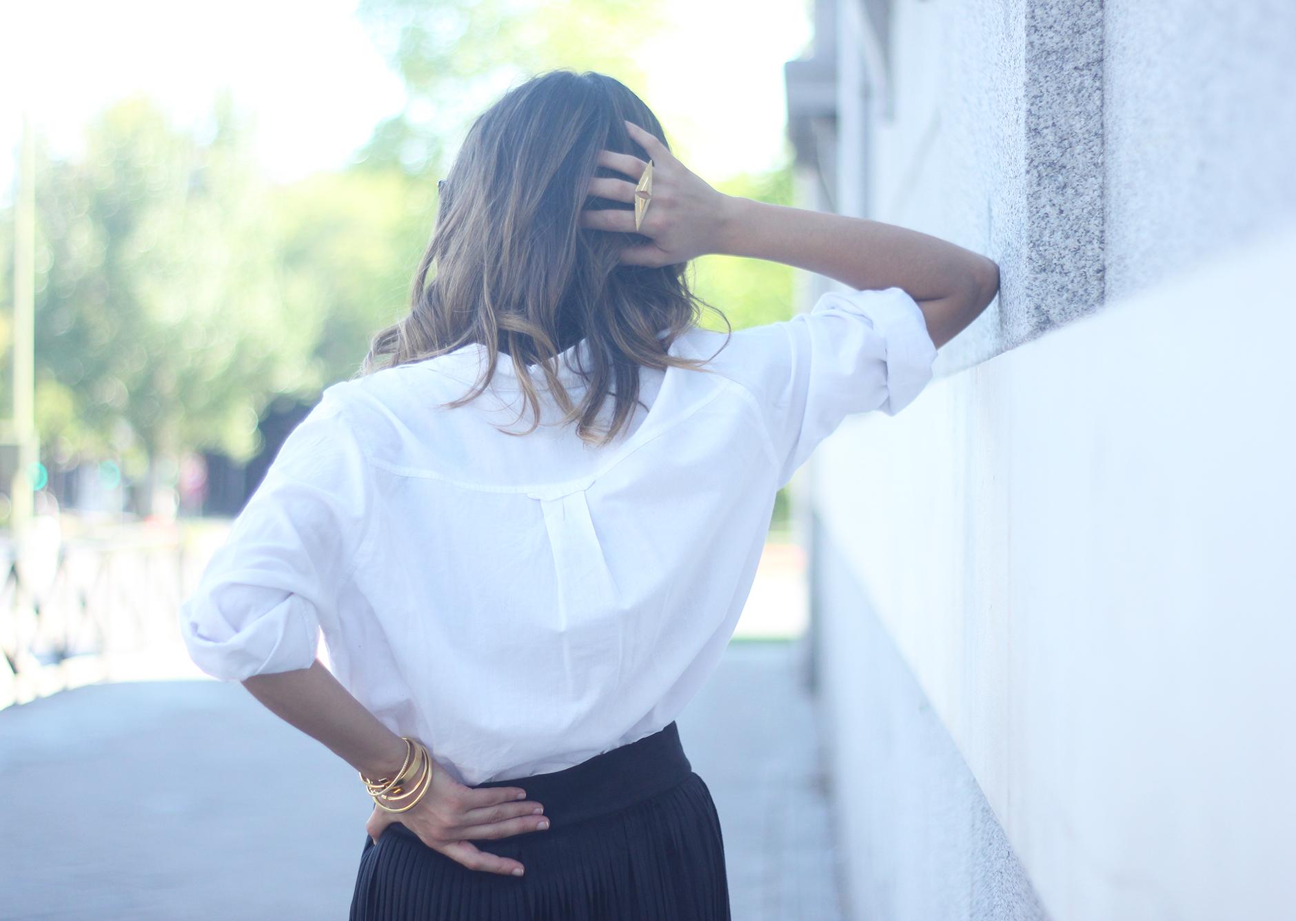 Fringed Black Skirt White Shirt Outfit Carolina Herrera Sandals14