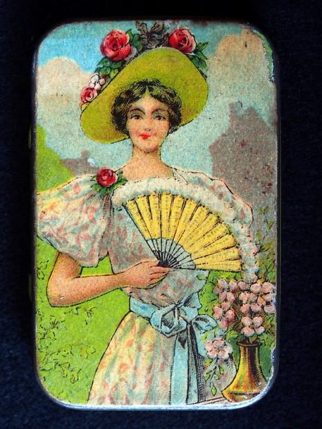 仕女、裸女肖像營造優雅形象 1910 到 1950 年的復古保險套包裝14