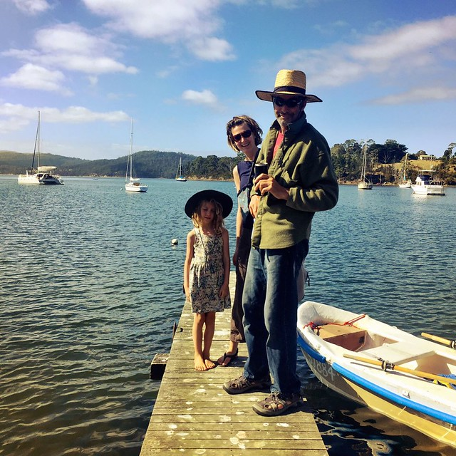 072/365 • this morning at Copper Alley Bay - DB, M and I - Zoe - the results of our foraging • . #family #jetty #apples #blackberries #scrumping #copperalleybay #sunshine #abcmyphoto #tasmania #discovertasmania #tassiestyle #bellalunaboat #Summer2017 #cru