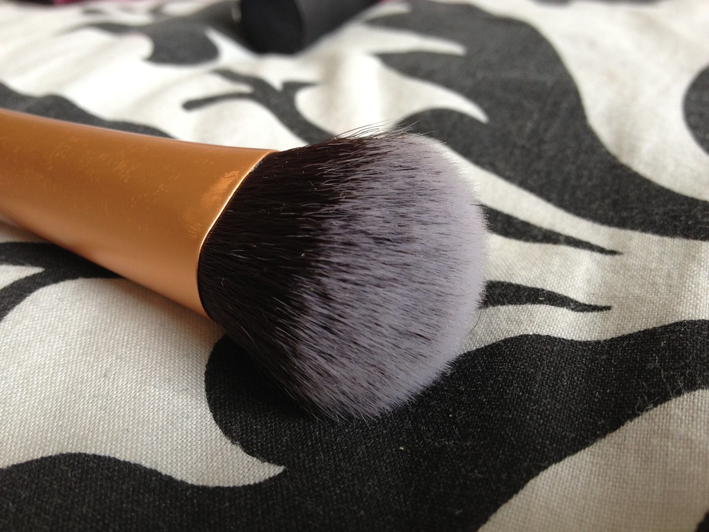Real_Techniques_Expert_Face_Brush (2)