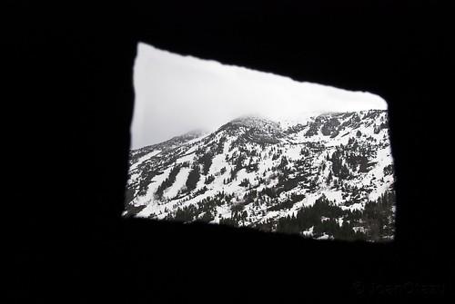 Ventana rota del Refugio. by JoanOtazu