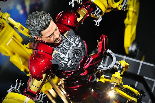 Hot Toys Iron Man 2 - Suit-Up Gantry with Mk IV Review MMS160 Unboxing - day3 (33)