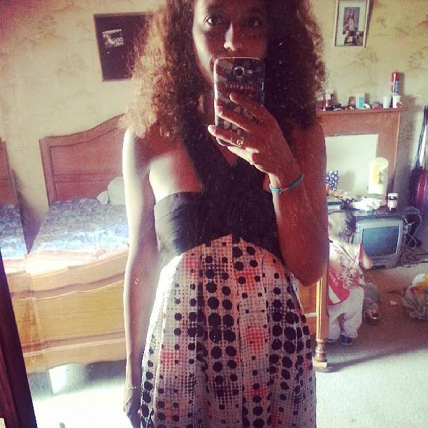 J'adore cette robe mais faut vraiment que je lave se miroir mdr #blog #blogueuse #mode #look #ourlittlefamily #family #france #famille