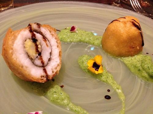 ヤングコーンを巻いた鱧のフリット、胡瓜と浅利と穴子の出汁のソース@レ マリアージュ ドゥ ガク