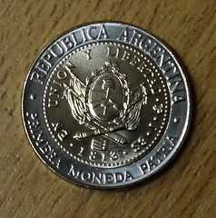 Argentina bimetallic 1 Peso 2013 reverse