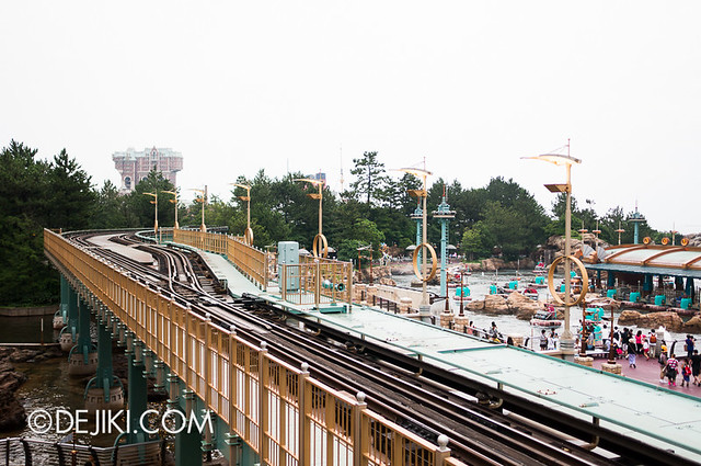 DisneySea Electric Railway - Arriving at Port Discovery