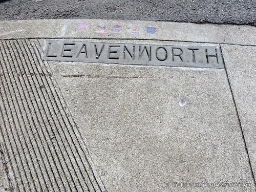 Leavenworth_sidewalksign