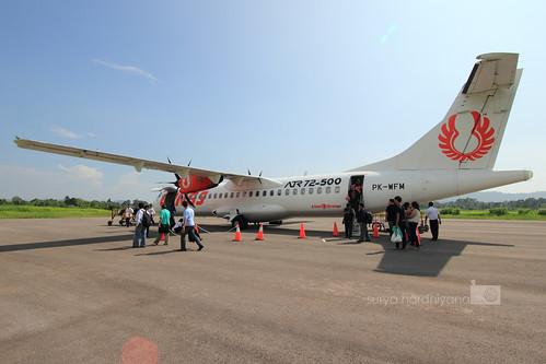 Wings Air ATR72-500 di Bandara Sibolga