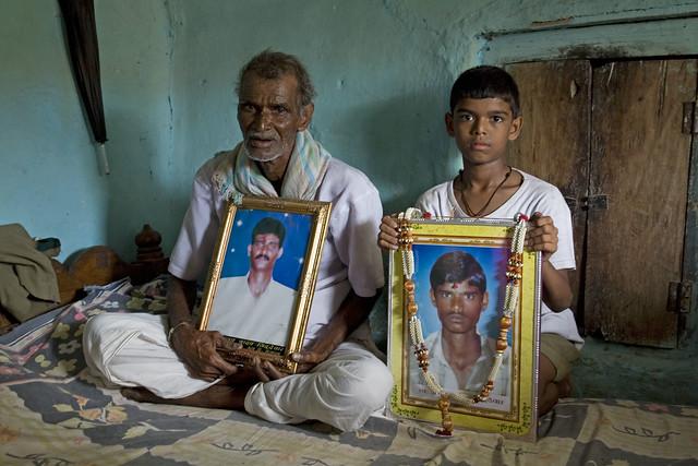 村落裡出現越來越多農民自殺,圖片來源:苦澀的種子劇照。