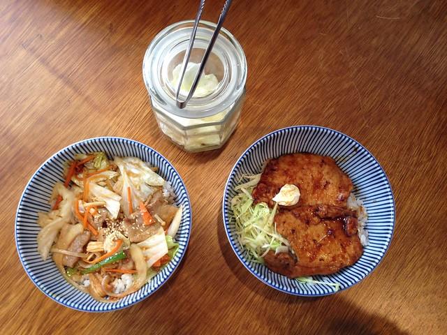 今日唯二可以點的主食:野菜燒肉丼/薑汁豬肉丼 (中碗$140/大碗$160)@台北大安,佐藤精肉店
