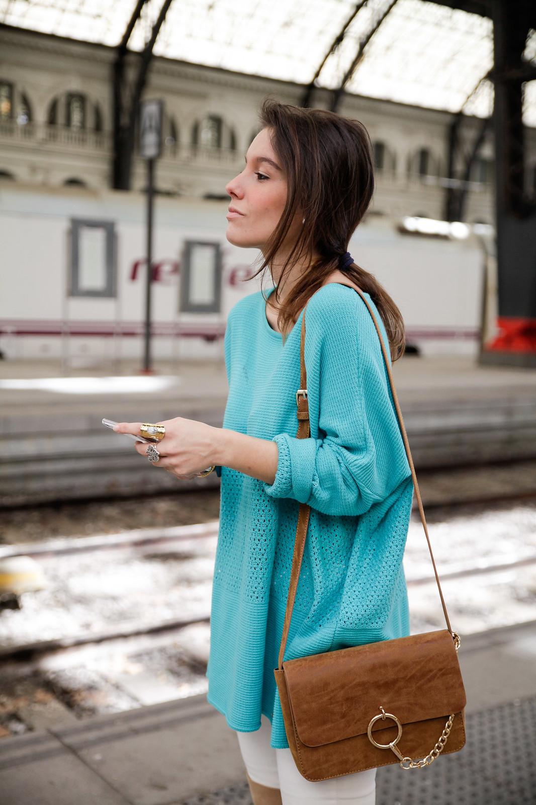 010_como_combinar_la_ropa_verde_turquesa_ideas_look_street_style_theguestgirl_ruga_boots_fringes_barcelona_influencer_top_blogger