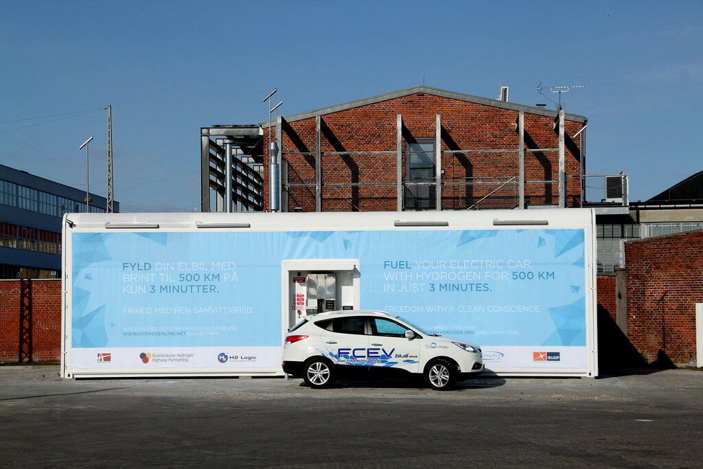 New hydrogen refueling station and 15 FCEVs delivered for the