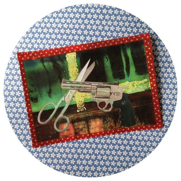 #postcard #book #snailmail #illustrated #miniletter #gun #scissors #rosanotijenas #book #incoming