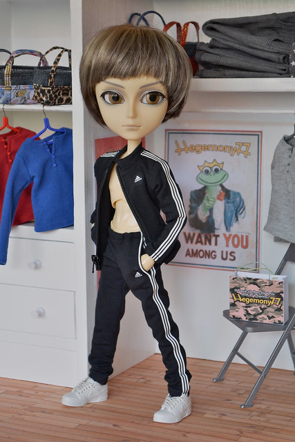 Taeyang doll in 1/ 6 scale custom tracksuit 3
